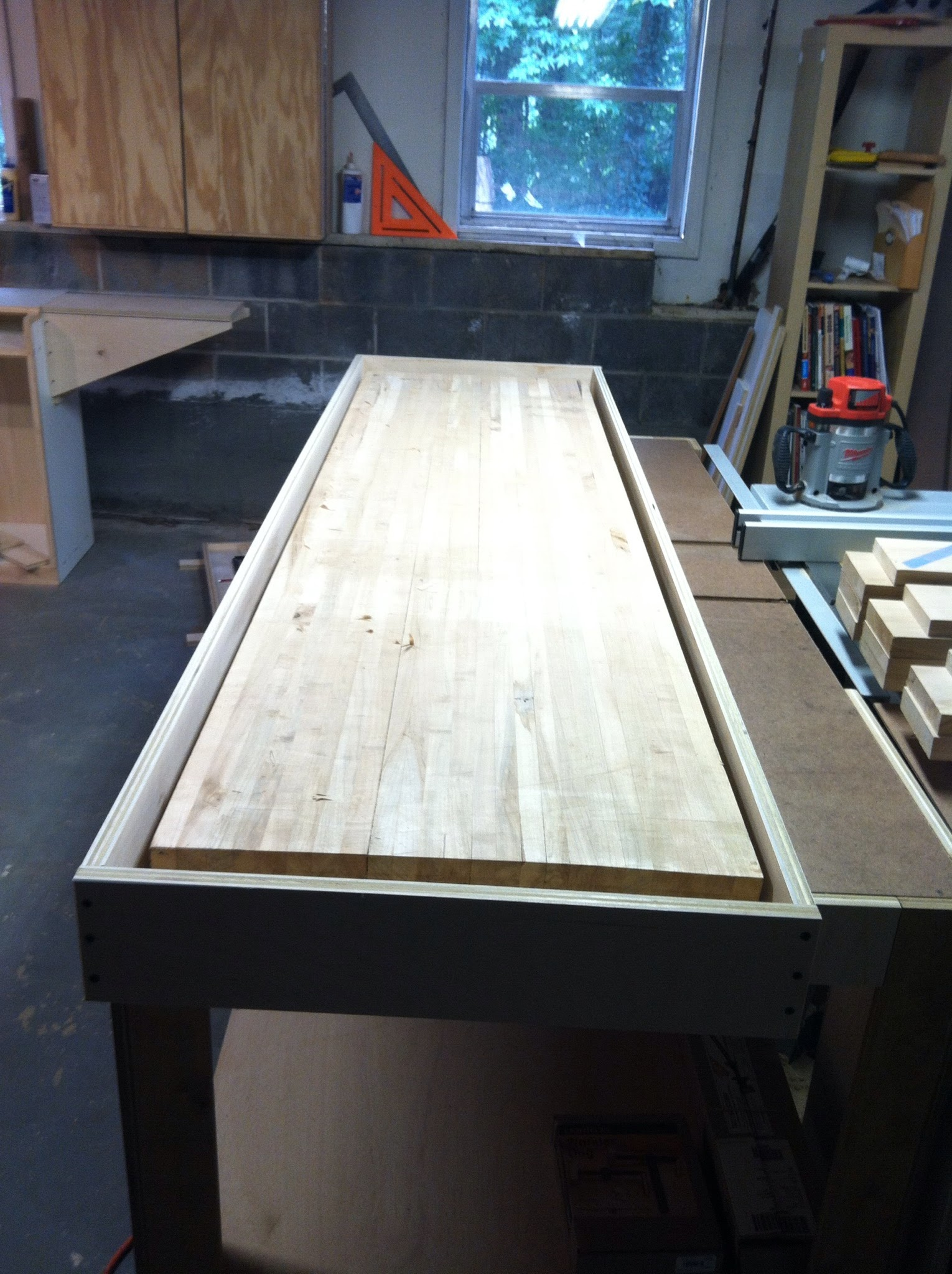 Router frame placed around the benchtop to be flattened