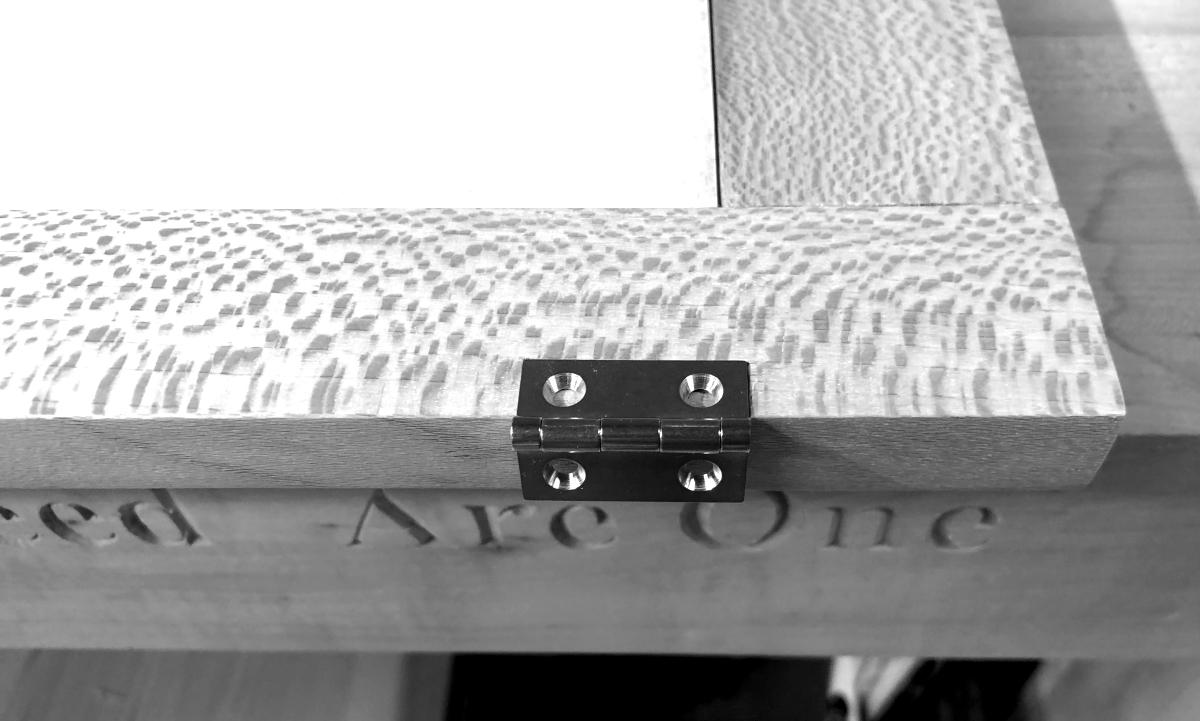 Mounting hinges on side doors 4