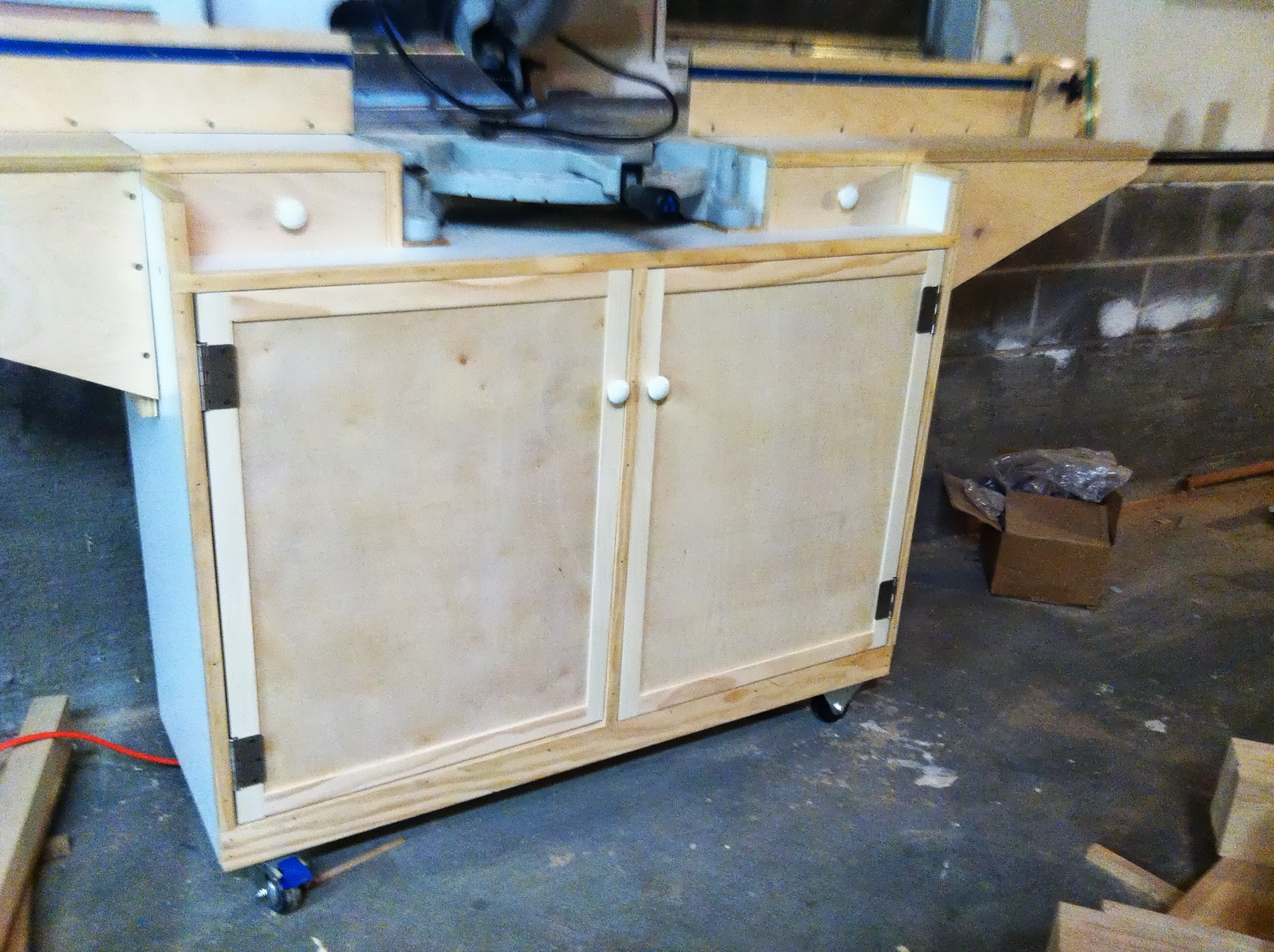The final work was installing the doors and easing the edges