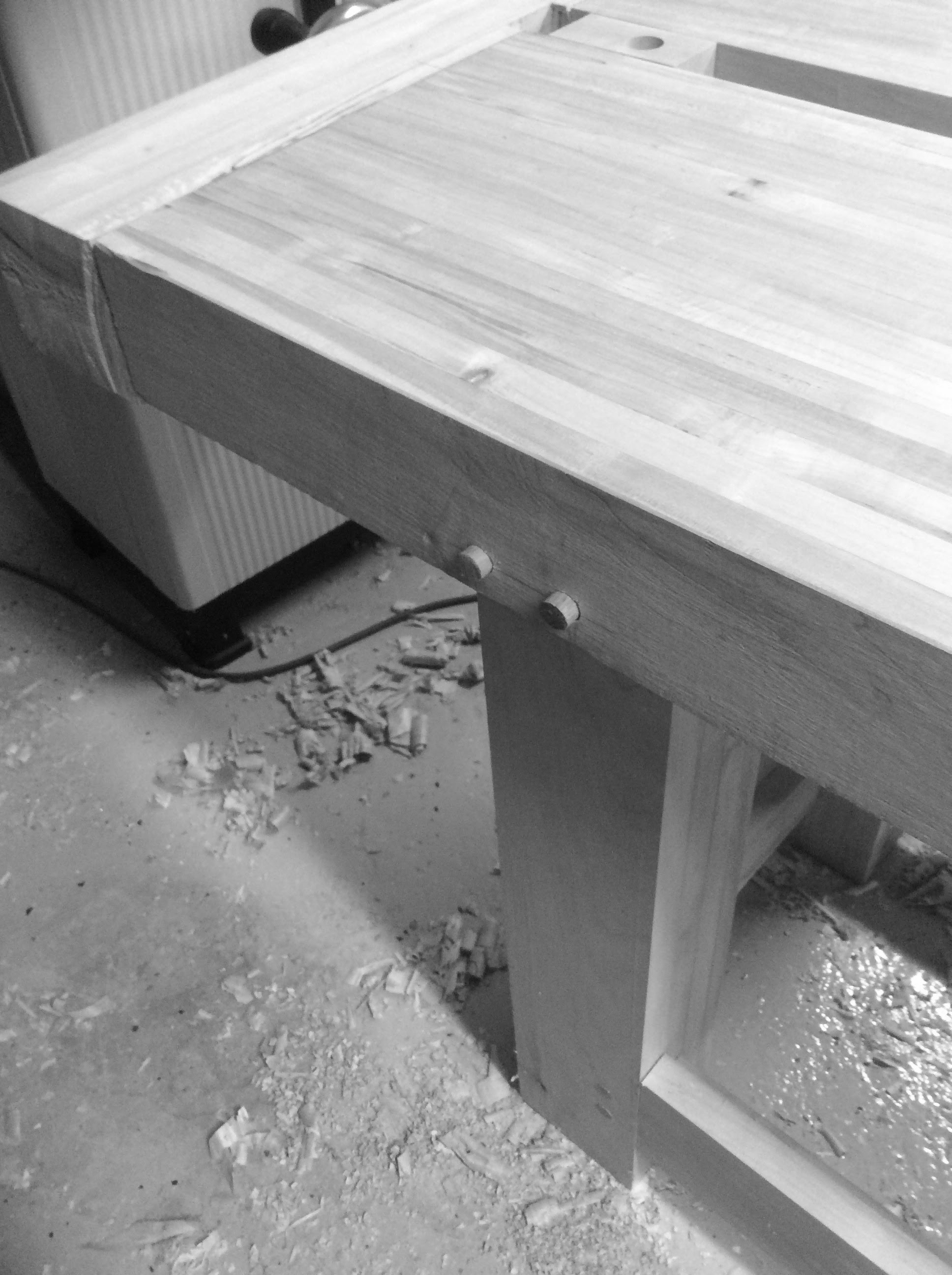 Pinning the legs to the bench top 1